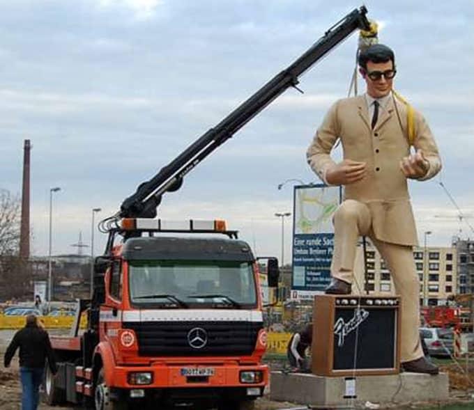 Turmhohe Werbeobjekte in 3d dreidimensional, immense Größe Roboter-3D-DRucker, wuchtige Drucker-Objekte 3D, sehr große Werbung xxl-Kommunikation,
