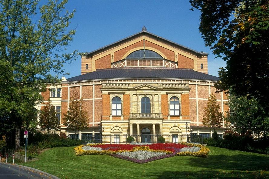 Das Richard-Wagner-Festspielhaus ist ein Festspielhaus auf dem Grünen Hügel in Bayreuth 3D-Culture mit dreidimensionalen Spezialeffekten