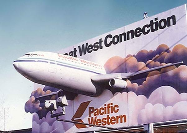 Flugzeug in Plakat als 3D Werbung XXL, große Figuren dreidimensional 3D,Werbefiguren aus Kunststoff, Sonderanfertigungnen, 3D-Aussenwerbung,3D-Erlebnis XXL Druck dreidimensional,