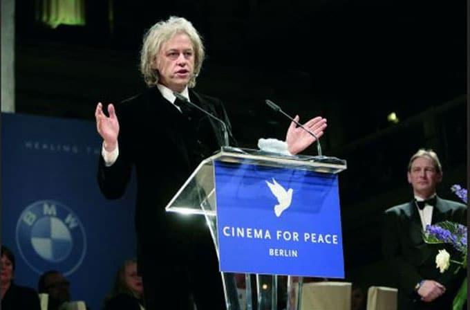 BMW CleanEnergy überreicht Bob Geldorf den 3D-Award on Calcit, 3D Culture erarbeitet Geschenk für Berliner Filmfestspiele, extrem große 3D-Drucke in Farbe,