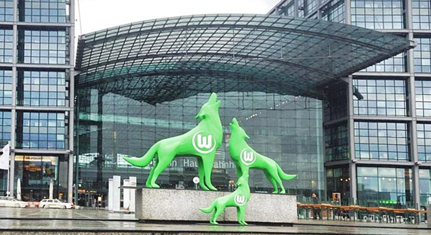 vfl wolfsburg, dreidimensionale Erlebnis-Werbung 3D, 3D-Installation groß riesig xxl Berlin, 3D-Drucker übergroß, Werbung in xxl gigantische werbungFiguren, Skulpturen Messeobjekte Eventobjekte,groß, sehr groß, übergroß, Figuren 3D, Skulpturen dreidimensional, riesengroß, außergewöhnlich große Form, gewaltige Größe, enorm groß, beachtliche Größe, XXL, lebensgroß, bemerkenswert groß, gigantisch, mächtig, einzigartig, imposant, Personen Spieler Sportler Fußballer aufsehenderregende Größe, extrem groß, bewundernswerte Größe, individuelle Größe, 3D unglaublich groß, monumental, Modell, Person dreidimensional, 3D, Puppe, Statuen, Plastik sehr groß, Statuen riesig dreidimensional outdoor indoor, Körper lebensgroß, Gestalt sehr groß, Individium sehr groß,