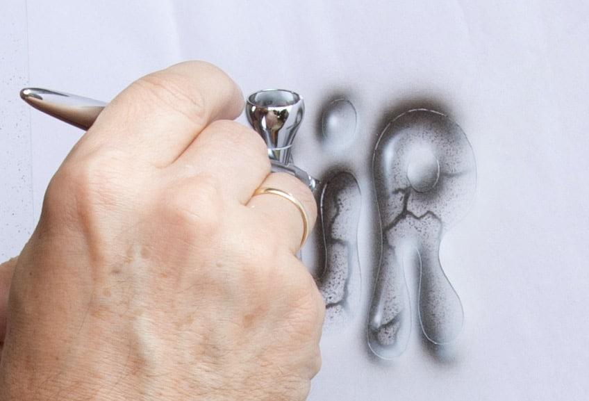 Besprühung als Kunstwerk in 3D, Airbrush-Technik individuell, lebensecht, Werbeobjekt fotorealistisch bemalt auf Styropor, Kunststoff, Metall, Trophäen in Farbe