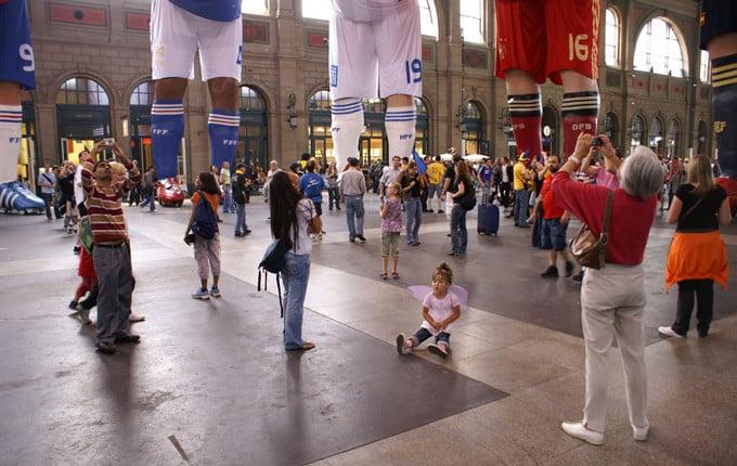 3D-Erlebnis dreidimensionaler Event xxl, 3D Big-Size-Installation, Riesige Fußballspieler in 3D, EM Installation Zürich, Adidas-Fußballschuhe 3D-Druck riesengroß, überrascende 3D-Installation EM 2008, reale plastische XXL-Figuren der berühmtesten Fußballspieler Adidas sehr große 3D-Werbung indoor, großes Werbeformat 3D, unwahrscheinlicher 3D-Werbeerfolg Fußball, erstklassige 3D-Werbung Figuren, beeindruckende Figuren von Adidas und Nike, berühmte Fußballspieler in XXl-3D, verblüffende 3D-Werbung, 3D Scann einhundert prozentiges Duplikat, Digitalbildhauerei mit 3D-Druck sehr groß, 3D-Laserstrahl, 3D-Computermodell