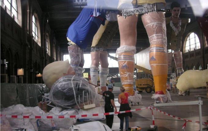 Phillip Lahm 3D-Erlebnis dreidimensionaler Event xxl 3D-Druck3D Big-Size-Installation, Riesige Fußballspieler in 3D, EM Installation Zürich, Adidas-Fußballschuhe 3D-Druck riesengroß, überrascende 3D-Installation EM 2008, reale plastische XXL-Figuren der berühmtesten Fußballspieler Adidas sehr große 3D-Werbung indoor, großes Werbeformat 3D, unwahrscheinlicher 3D-Werbeerfolg Fußball, erstklassige 3D-Werbung Figuren, beeindruckende Figuren von Adidas und Nike, berühmte Fußballspieler in XXl-3D, verblüffende 3D-Werbung, 3D Scann einhundert prozentiges Duplikat, Digitalbildhauerei mit 3D-Druck sehr groß, 3D-Laserstrahl, millionen 3D-Daten für riesen Event, 3D-Computermodell, Philipp Lahm in Übergröße 18 meter groß Adidas, elf riesige Fußballspieler 3D