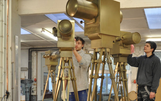 3D-Werbung, Modellbau XXL groß 3D, riesengroße Kameras für die Verleihung goldene Kamera 2016, Oberflächen-Veredelung Gold, Metall-Oberflächen, glanzvolle 3D-Objekte für Goldene Kamera Hör zu, erstklassige 3D-Arbeit